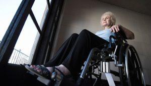 נפילה בבית של אישה מבוגרת – רשלנות רפואית בטיפול