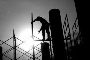 """5.4 מליון ש""""ח פיצויים לעובד שנפל מגג בגובה של 12 מטר"""