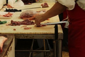 תביעת תאונת עבודה: פיצויים לקצב שידו נפגעה