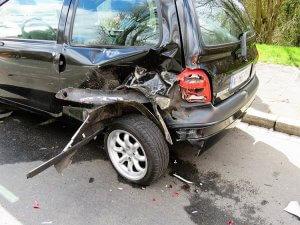 """למעלה מחצי מיליון ש""""ח לצעירה שנפגעה בפניה בתאונת דרכים"""