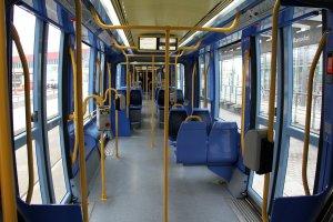 נחתך מידית במושב האוטובוס: נקבע כי זו תאונת דרכים
