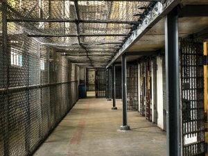 """אסיר התאבד: המדינה תפצה בכ- 900 אלף ש""""ח בשל רשלנות"""