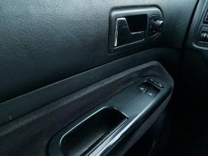 """דלת הרכב נטרקה על כף ידו של הנהג, הפניקס תפצה בכ-300 אלף ש""""ח"""