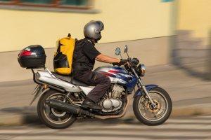 שליח נפצע בתאונה על אופנוע: יפוצה בכ-635 אלף ₪