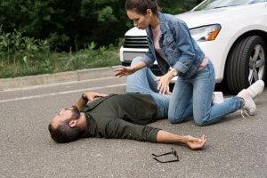 """הולך רגל נפגע בתאונת דרכים ו""""קרנית"""" פיצתה"""
